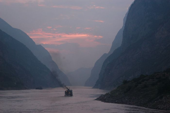 Andrew Hitchcock, Dusk on the River. July 30, 2002, Digital Image. Available at https://www.flickr.com/photos/81569586@N00/21785310 (accessed November 29, 2014).