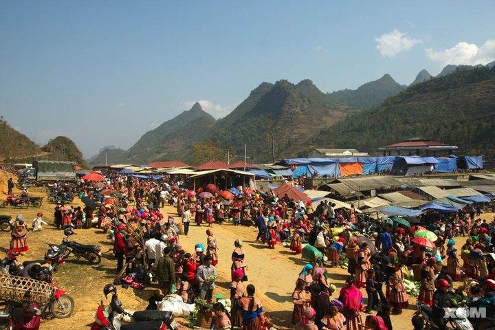 Vietnamese ethnic minorities at the Bac Ha Can Cau Market