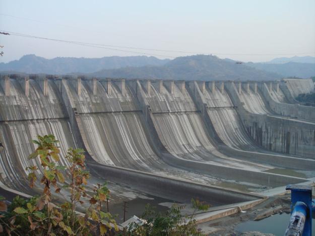 """""""Sardar Sarovar Dam 2006, India (Wikimedia Commons 2006)"""