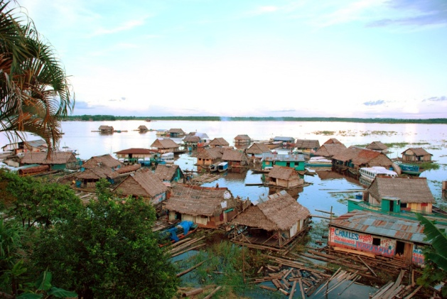 https://commons.wikimedia.org/wiki/File:Amazonas_floating_village,_Iquitos,_Photo_by_Sascha_Grabow.jpg